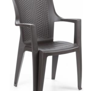 plastmasov-stol