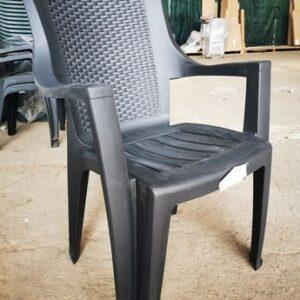plastmasov-stol-